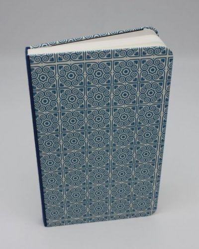 Encuadernación metida en tapas mapeado y azul eléctrico, el Telar encuadernación.